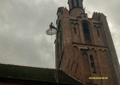 Nowy zegar na kościele w Ownicach 1