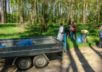 sprzątanie lasu koło Ownic 1
